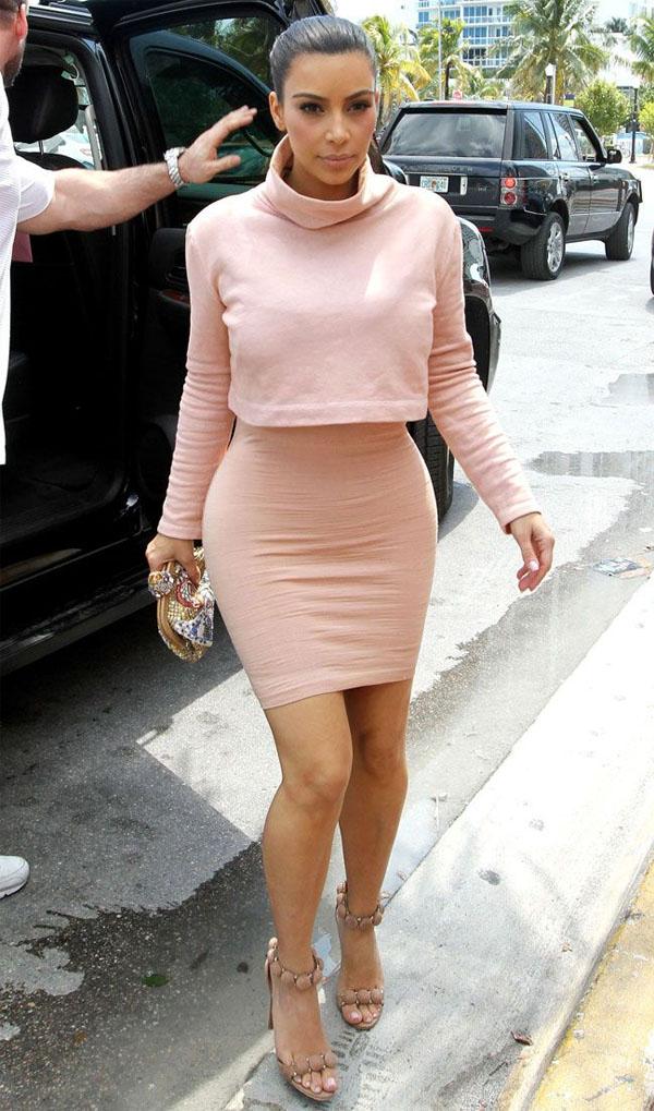 kim-kardashian-rose-look.jpg